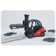 Bruder Forklift Linde HD30 with tow coupling and 2 pallets